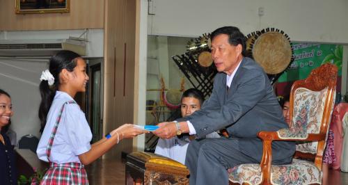 แข่งขันภาษาไทยเพรชยอดมงกุฎ